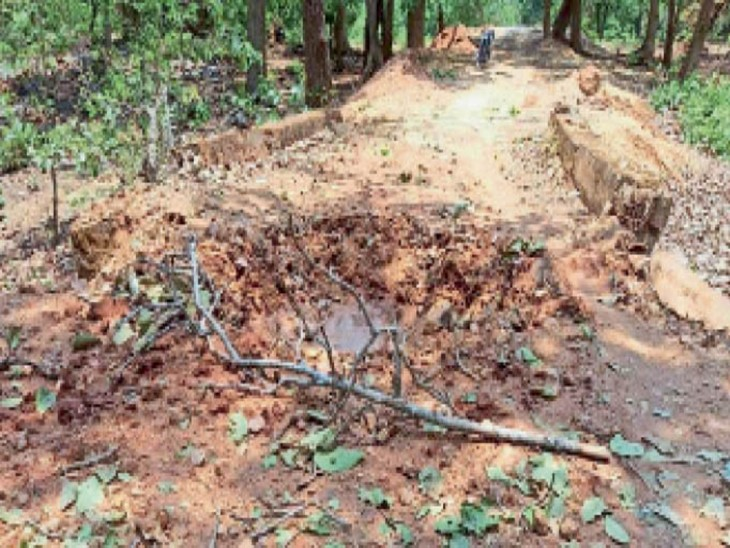 Blast in bridge with IED planted by Maoists, suspected to ambush nearby
